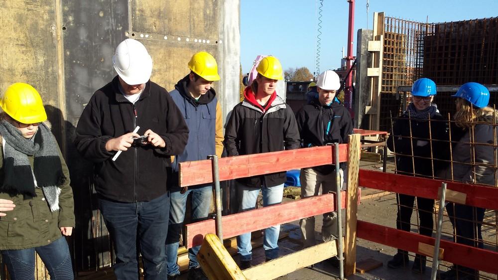 Bauzeichner besichtigen Baustelle in Geilenkirchen