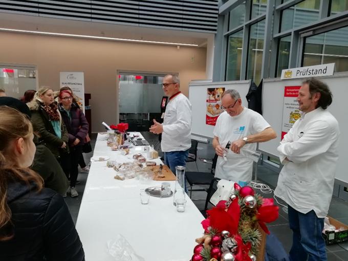 Azubis besuchen Stollenprüfung der Bäckerinnung Kreis Heinsberg